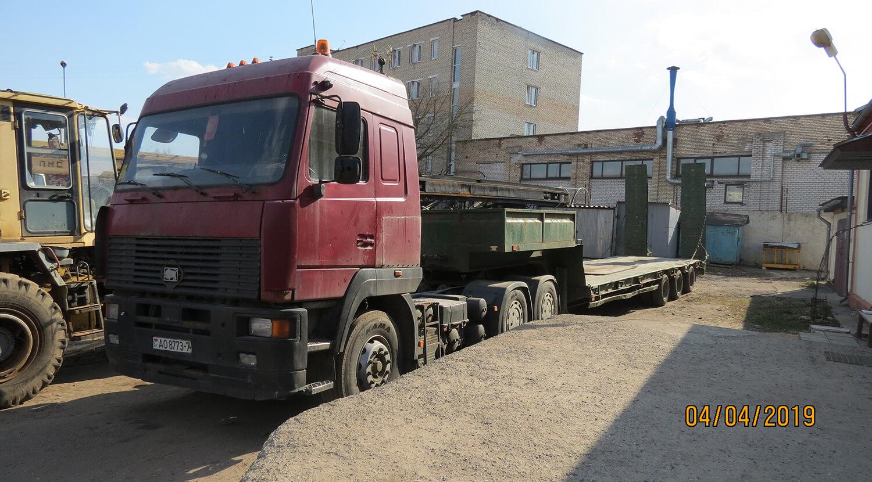 4 фото Тягач МАЗ-МАН 648368 с полуприцепом-площадкой